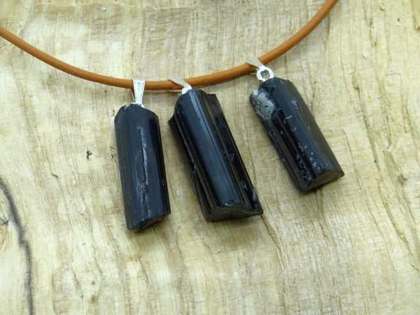 Turmalinkristalle schwarz , mit Silberöse, 3 Stück