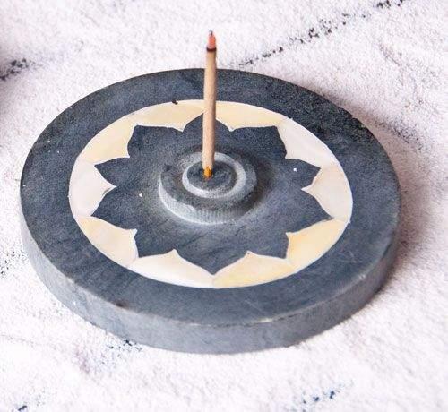 Speckstein Lotus mit Perlmutteinlage