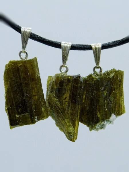 Epidot Kristall aus dem Himalaya, mit Silberöse, 3 Stück